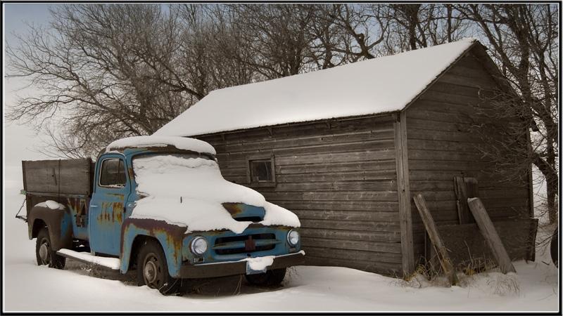 "photo ""fading blue"" tags: landscape, technics, winter"