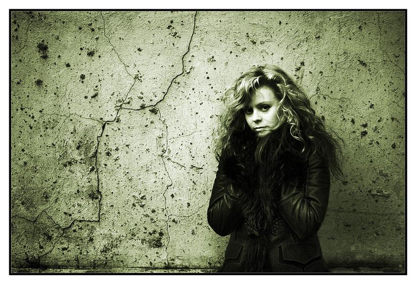 """фото """"У стены..."""" метки: жанр, портрет,"""