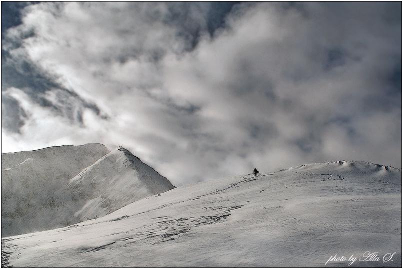 """фото """"Он идет к облакам..."""" метки: пейзаж, горы, зима"""