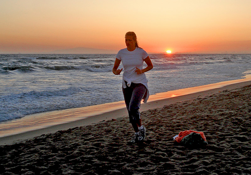 "photo ""Mom's sunset jog"" tags: landscape, sunset"