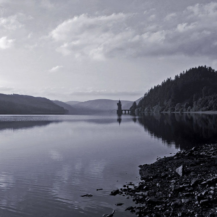 """фото """"Lake Vyrnwy, Wales"""" метки: пейзаж, черно-белые, вода"""