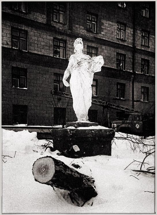 """фото """"Начало Строительства Метро 1980. Аллегория Просвещения"""" метки: пейзаж, черно-белые, зима"""