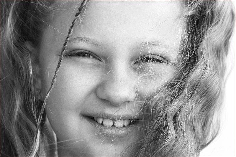 "photo ""Wind"" tags: portrait, black&white, children"