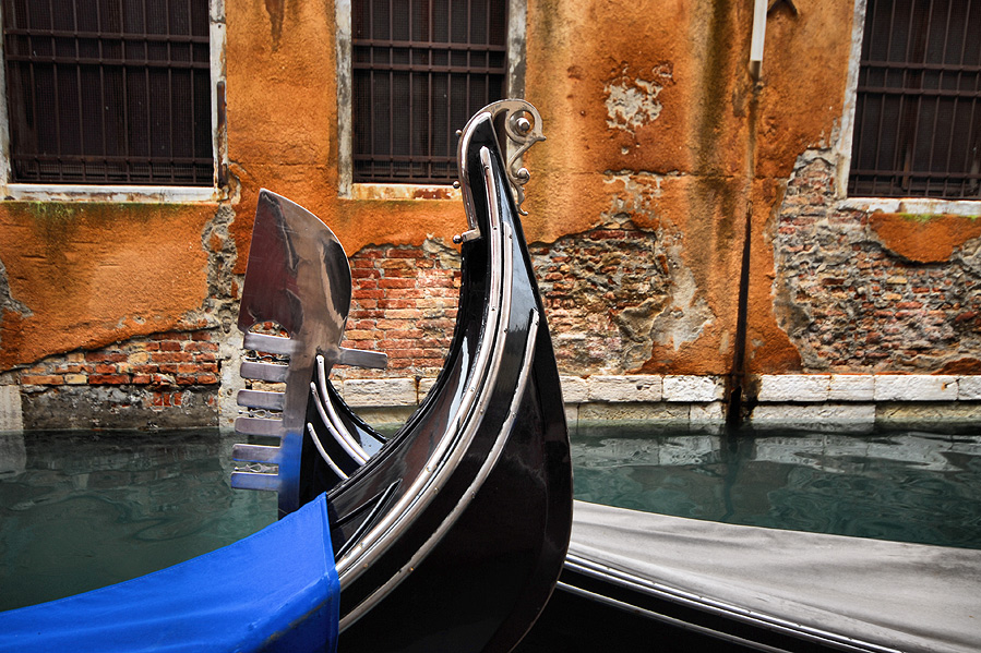 "photo ""Venetian scene"" tags: landscape, architecture, water"