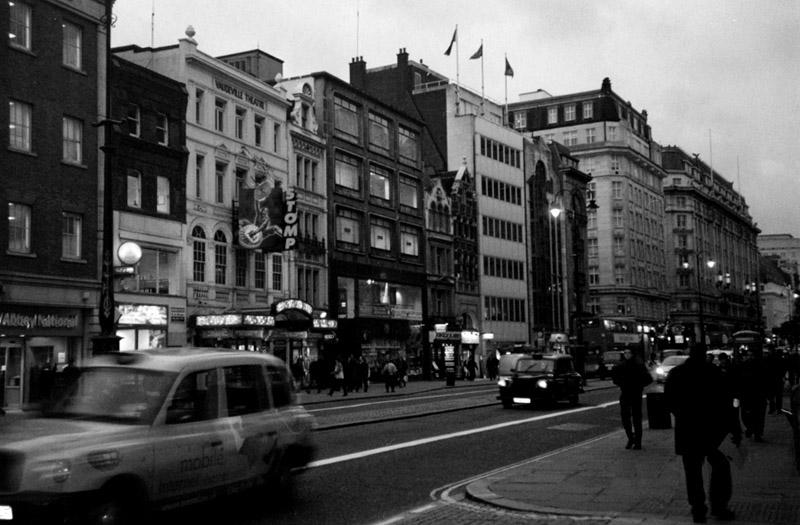 "photo ""London"" tags: city, black&white,"