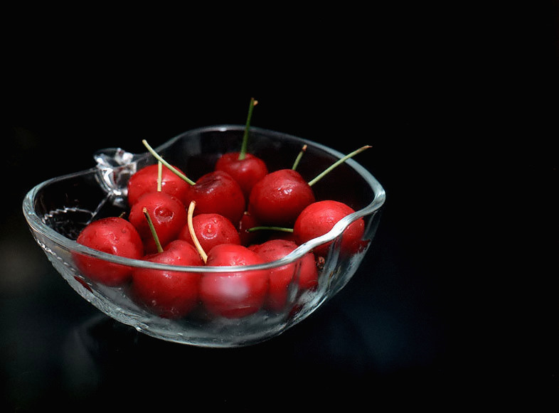 "photo ""Want some cherries?"" tags: macro and close-up, still life,"
