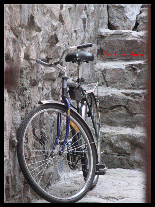 "photo ""bike"" tags: genre, city,"