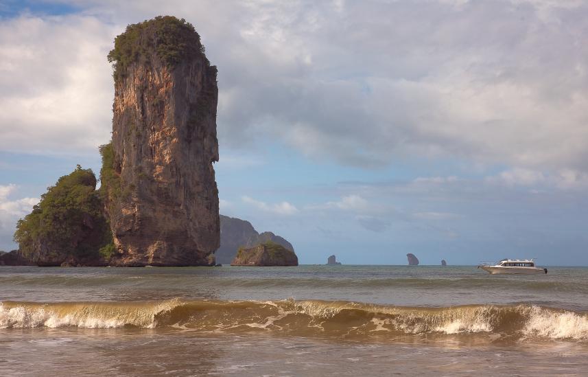 """фото """"Скала и барашки волн"""" метки: пейзаж, путешествия, Южная Америка, вода"""