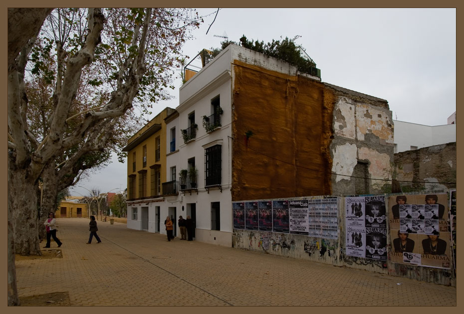 "photo ""Sevilla's house and fence"" tags: architecture, travel, landscape, Europe"