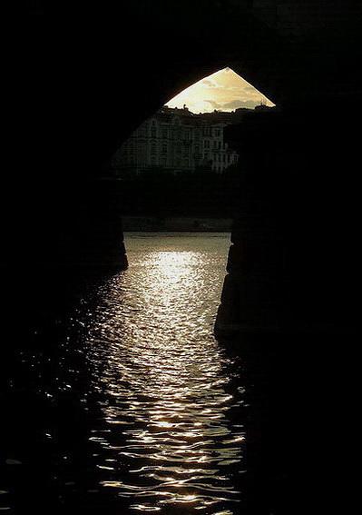 "photo ""Блеск под изгибом мосту."" tags: city,"