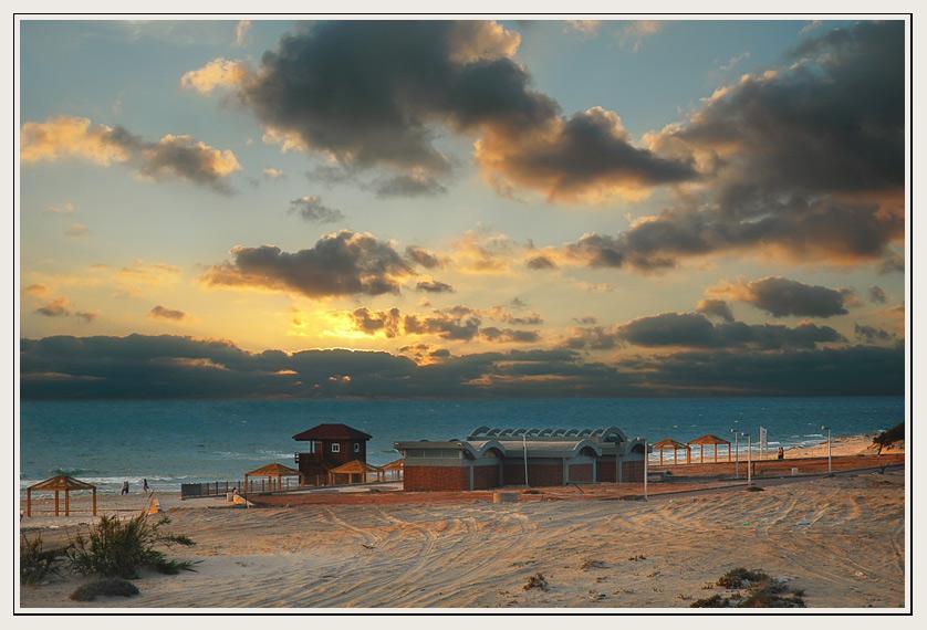 "фото ""Уставший пляж"" метки: пейзаж, закат, облака"