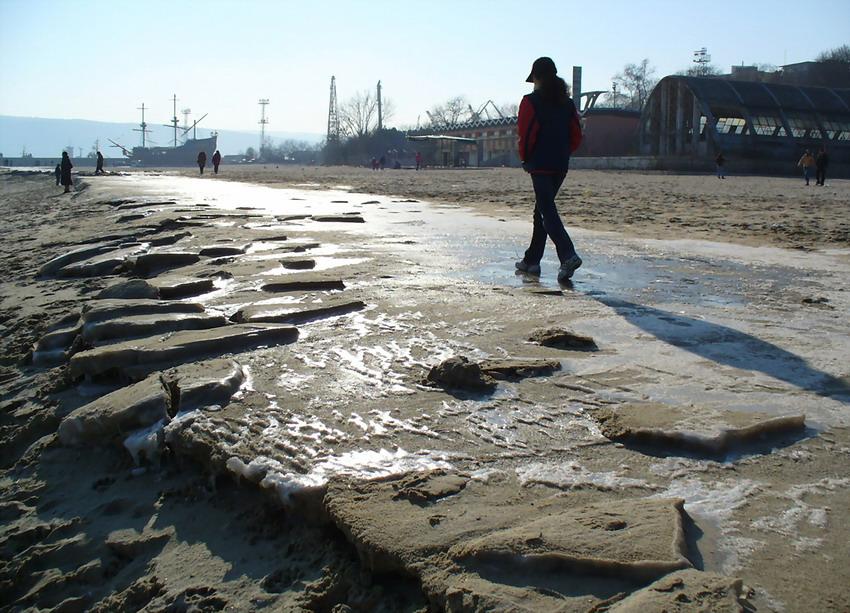 """photo """"Walking..."""" tags: landscape, winter"""