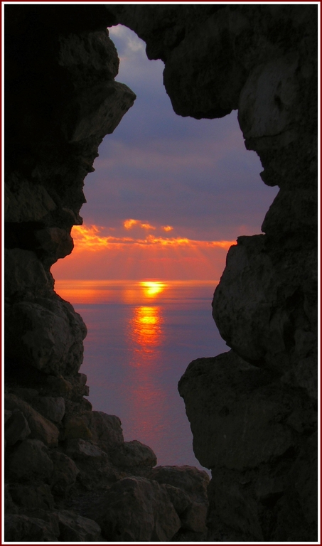 "photo ""In a stone frame"" tags: landscape, sunset, water"