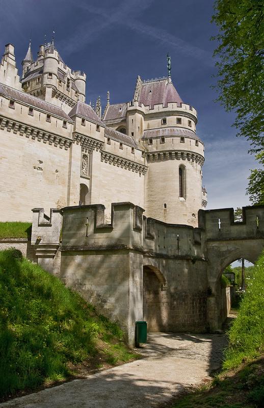 """photo """"Chateau de Pierrefonds"""" tags: travel, architecture, landscape, Europe"""