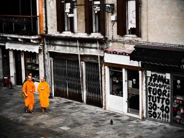 "photo ""Hare Krishna"" tags: travel, city, Europe"