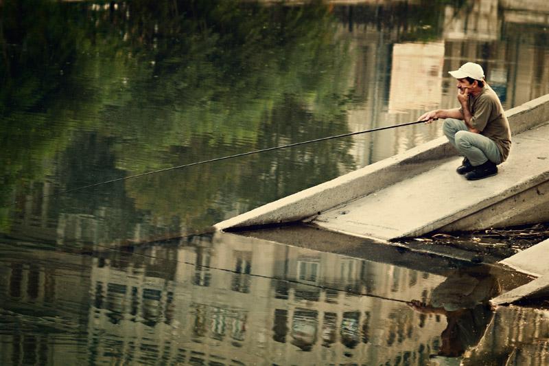 "photo ""Urban Fishing"" tags: city, reporting,"