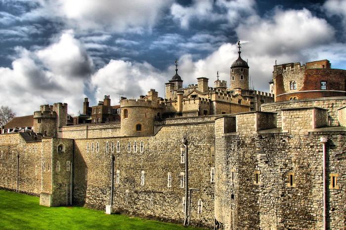"photo ""THE SECRETS OF HENRY VIII"" tags: travel, city, Europe"