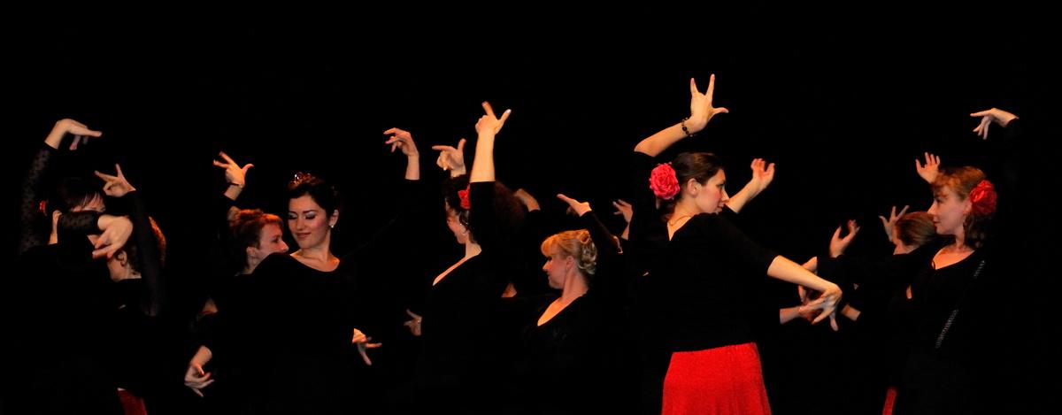 Как сделать танец из рук 372