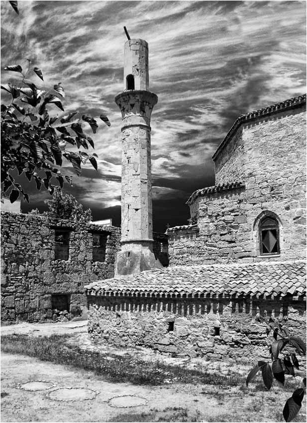 "фото ""Практика религиозного мистицизма - крест христианский"" метки: архитектура, черно-белые, пейзаж,"