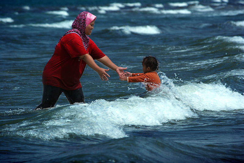 """photo """"the love of mother"""" tags: genre, travel, Asia"""