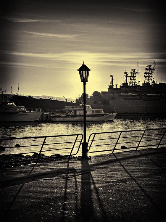 "photo ""Night lamp"" tags: black&white, landscape, night"