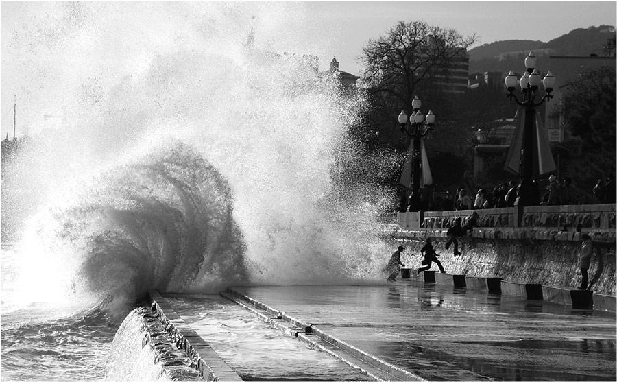 "photo ""Storm warning"" tags: landscape, genre,"