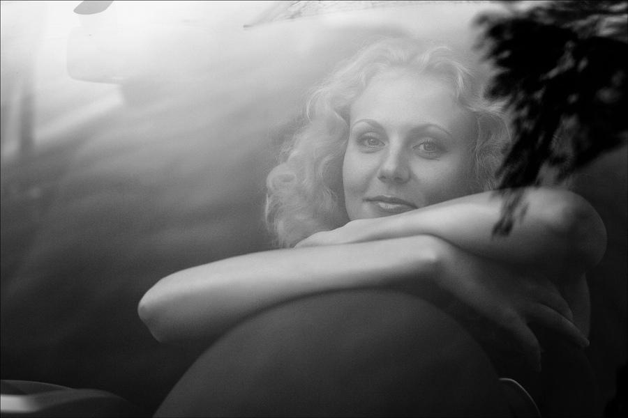 "photo ""* * *"" tags: portrait, black&white, woman"