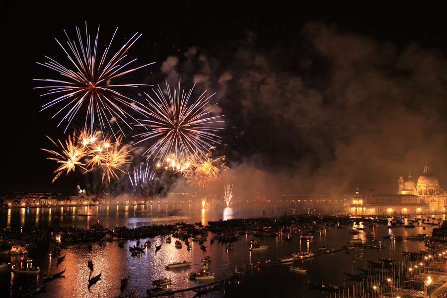 "photo ""Fireworks in Venice"" tags: travel, reporting, Europe"