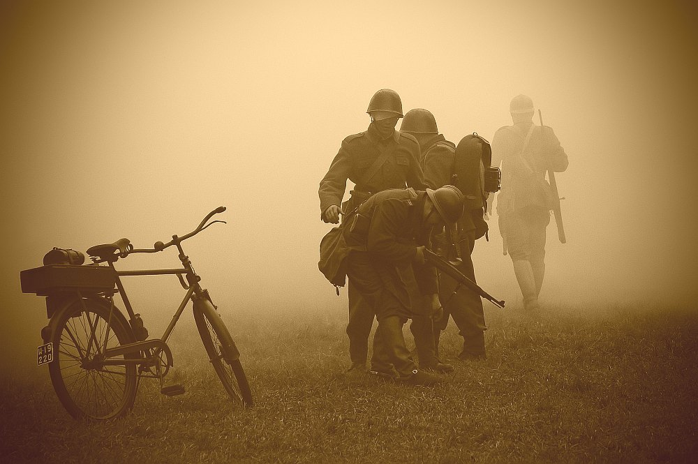 "photo ""THE FOG"" tags: reporting, old-time,"