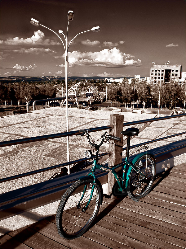 "photo ""my bike"" tags: city, travel,"
