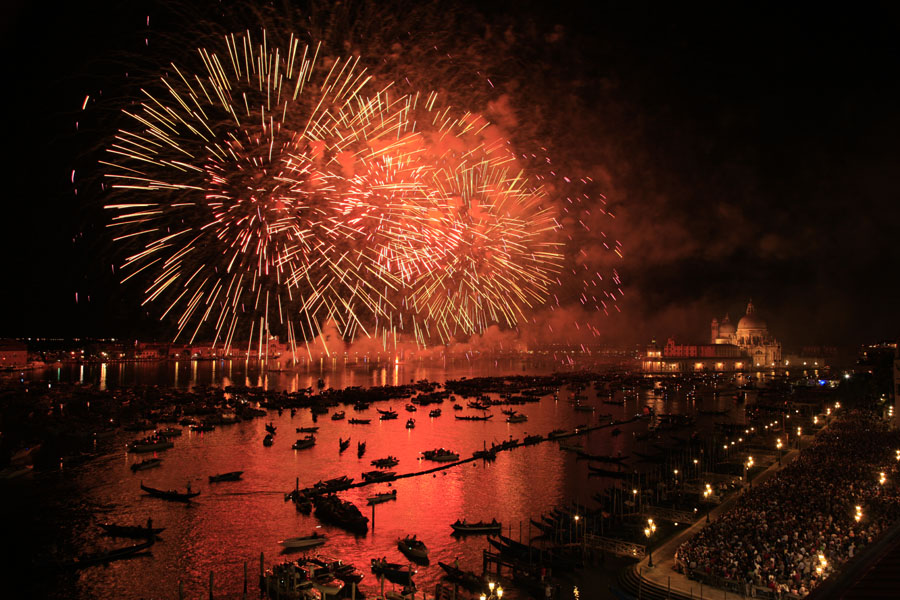 "photo ""Fireworks in Venice II"" tags: travel, reporting, Europe"