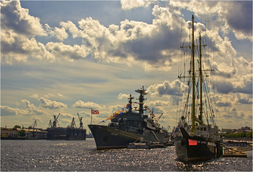 "photo ""Such different ships"" tags: landscape, city, water"