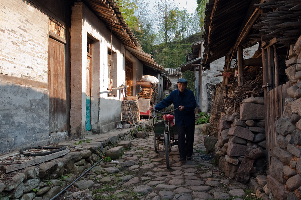 "photo ""In the chinese village"" tags: reporting, travel, Asia"