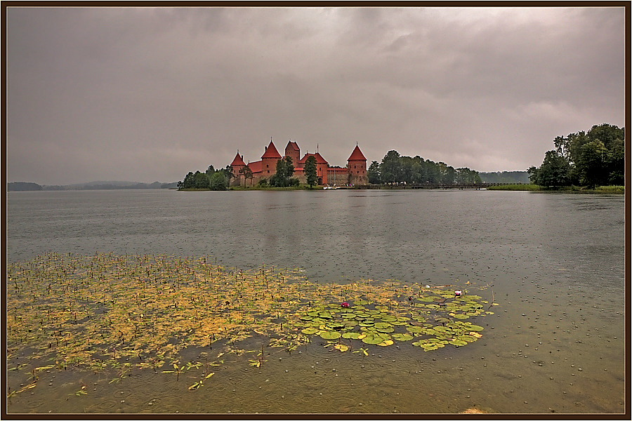 "photo ""On lake in Trakaj"" tags: landscape, travel, Europe, water"