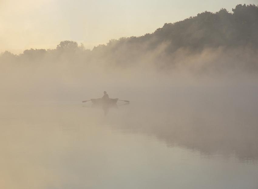 """фото """"...качаясь сонливо, лодка тонет в тумане..."""" метки: пейзаж, вода, осень"""