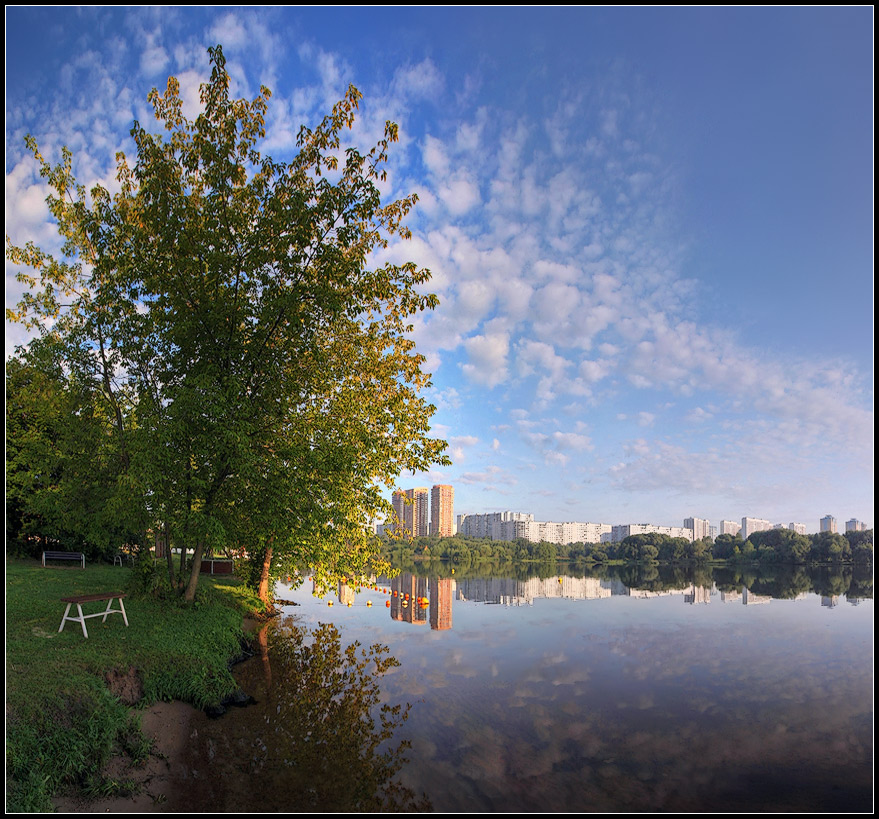"photo ""Sunny morning"" tags: landscape, city, water"