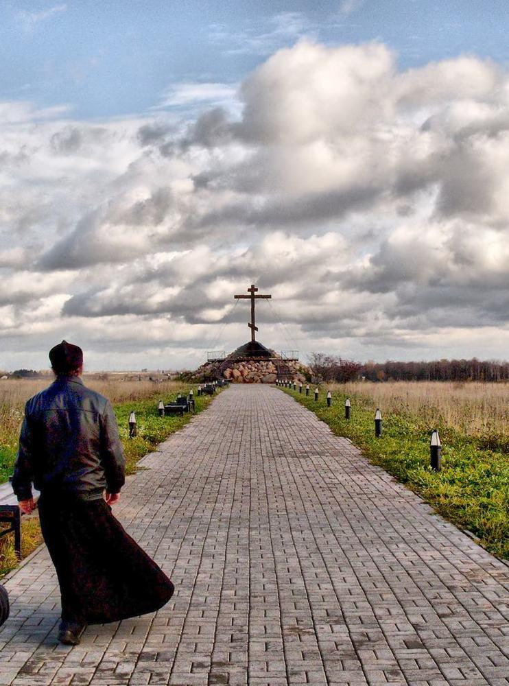 """photo """"Памятник """"Священный холм"""" на трассе Изборск Печоры"""" tags: landscape, autumn"""