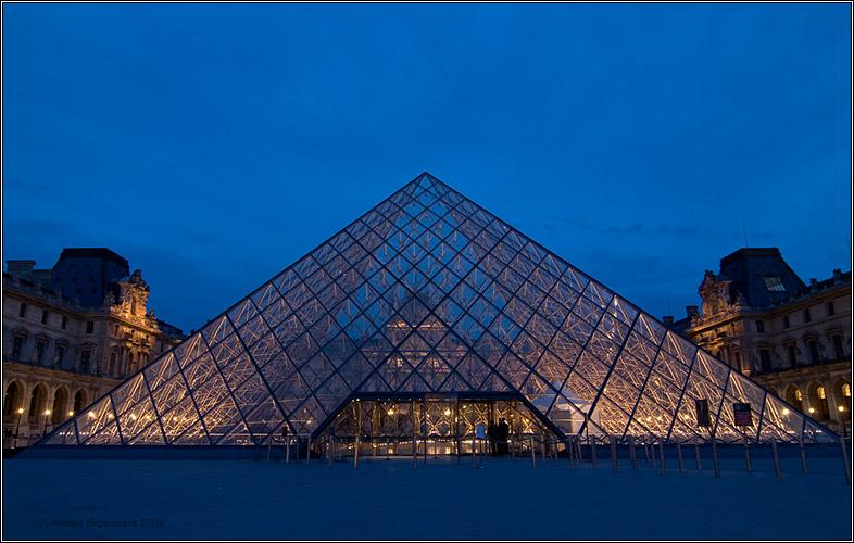 "photo ""The Louvre's piramide"" tags: architecture, landscape,"