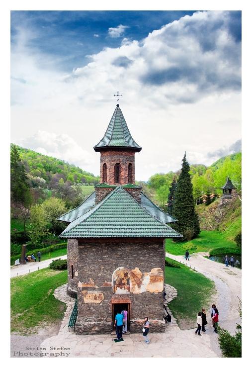 """photo """"M.Prislop"""" tags: architecture, travel, landscape, Europe"""