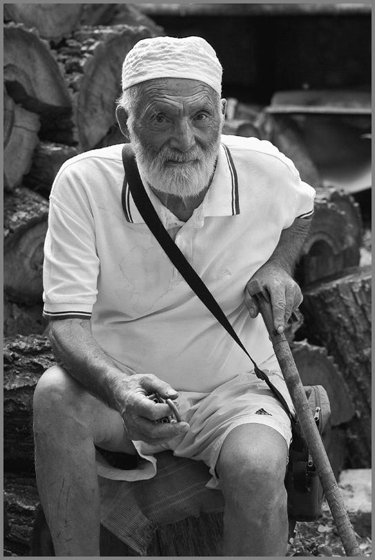 "фото ""С березовыми дровами зима не страшна..."" метки: портрет, мужчина"