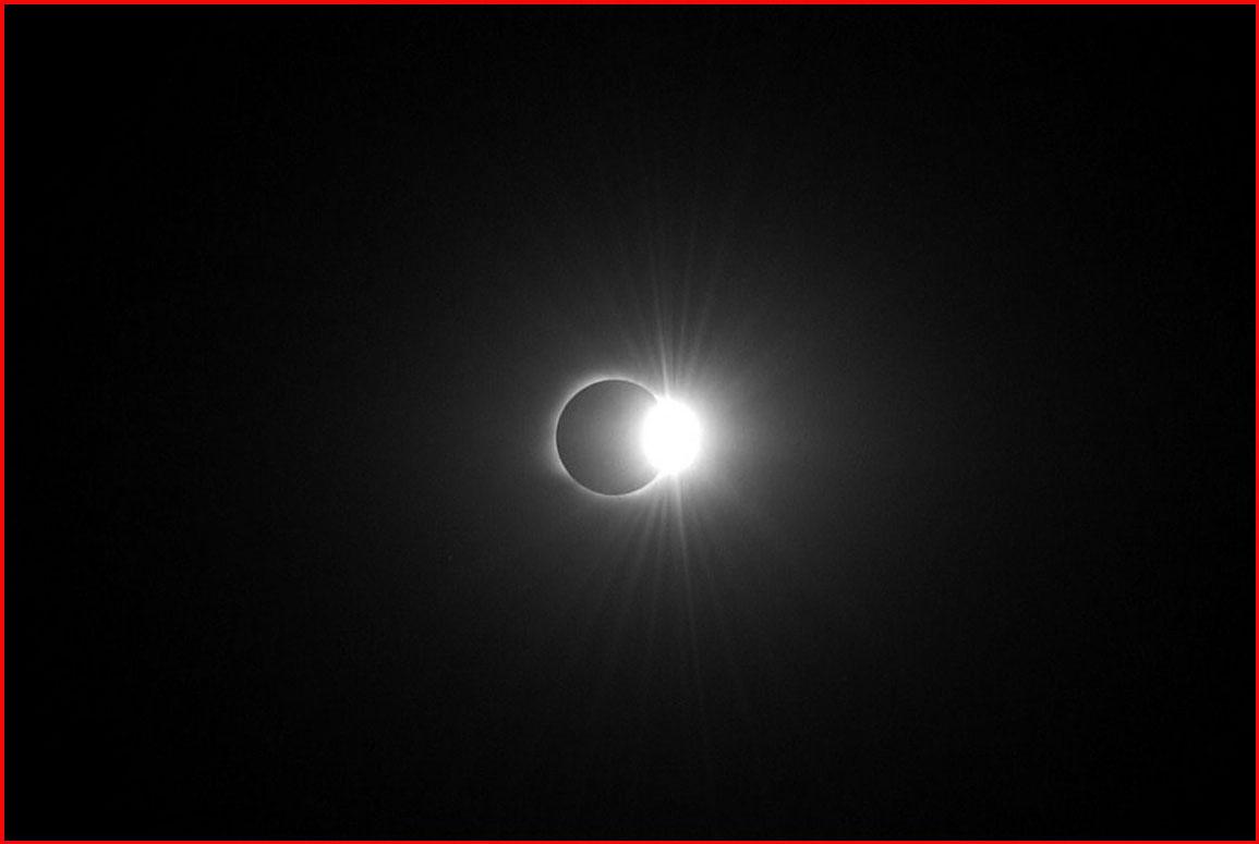 """фото """"Кольцо с бриллиантом. Полное солнечное затмение"""" метки: черно-белые, пейзаж, закат"""