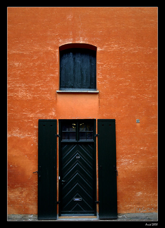 "photo ""the wall"" tags: travel, still life, Europe"