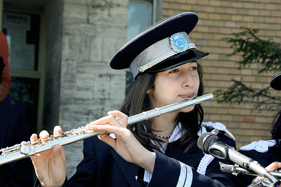 "photo ""Flute player"" tags: reporting, portrait, children"