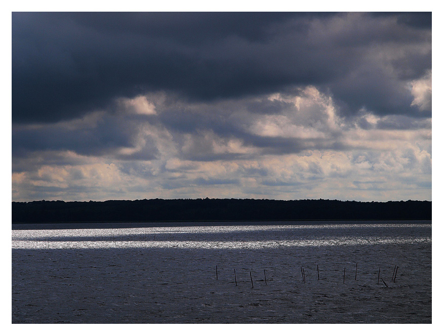"photo ""Two Legs"" tags: landscape, clouds, water"