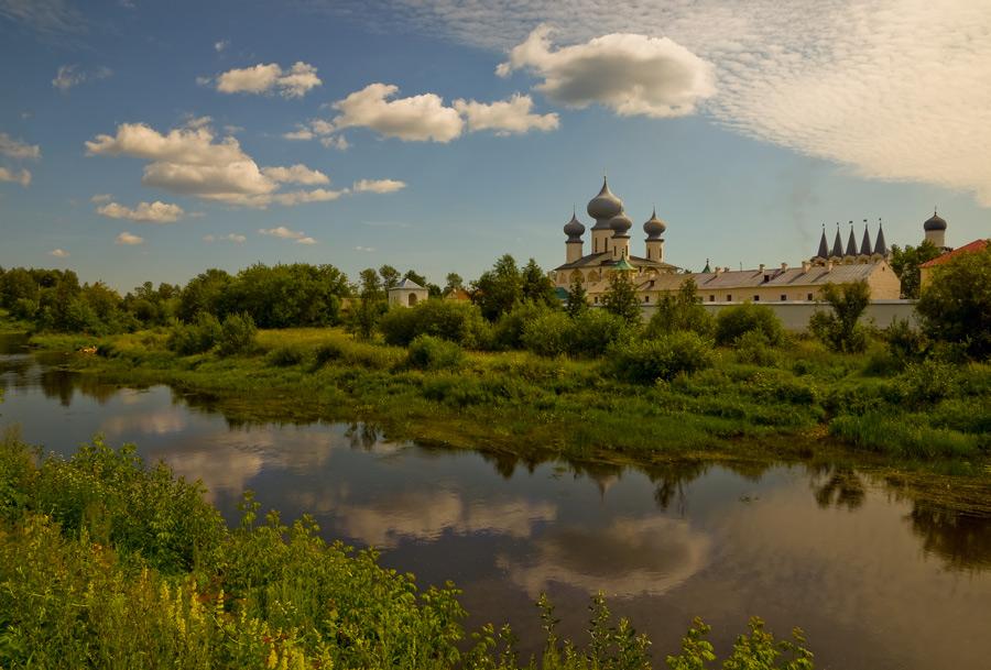 "фото ""Тихвинский монастырь"" метки: архитектура, пейзаж,"