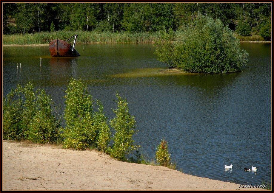 """фото """"sunken boat"""" метки: пейзаж, вода, лето"""