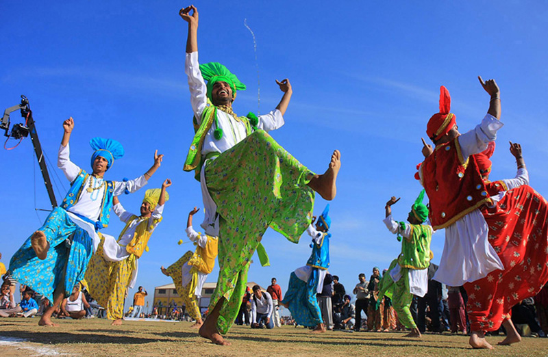 "photo ""Folk dance"" tags: travel, Asia"