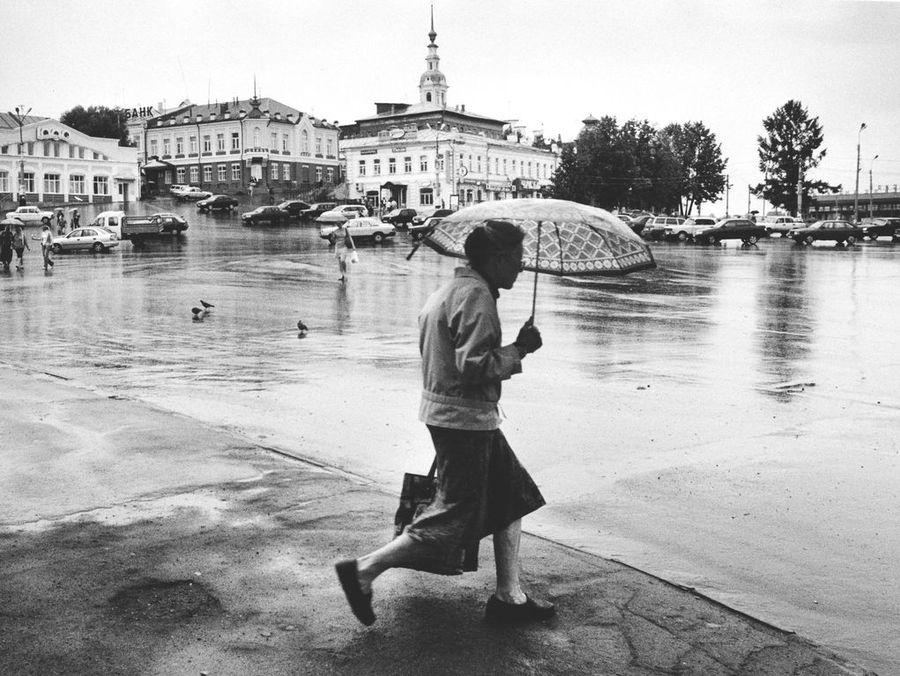 """фото """"Спешащая под дождём"""" метки: жанр,"""