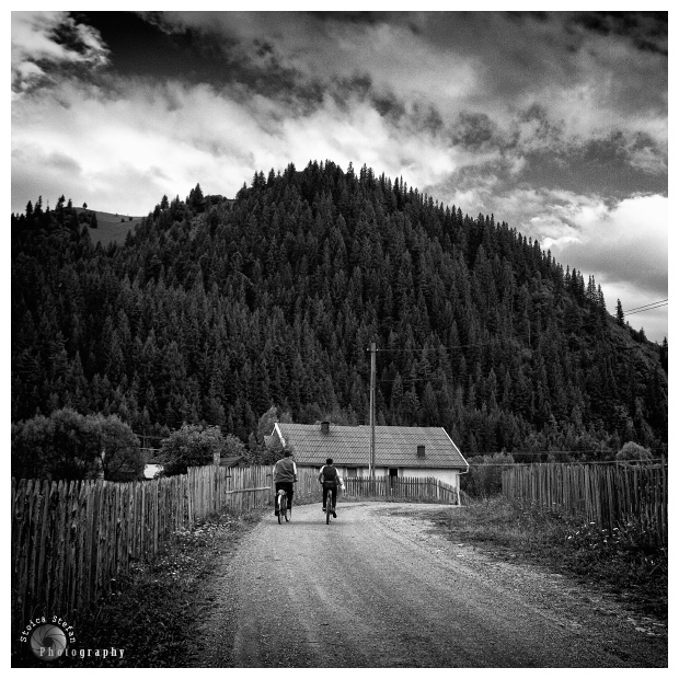 "photo ""De pe ici, de pe dincolo...     "" In drum spre casa """" tags: black&white, travel, Europe"