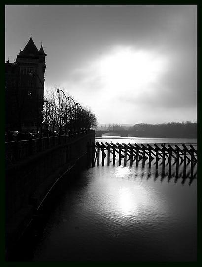 """photo """"Bечерний свет"""" tags: black&white, city,"""